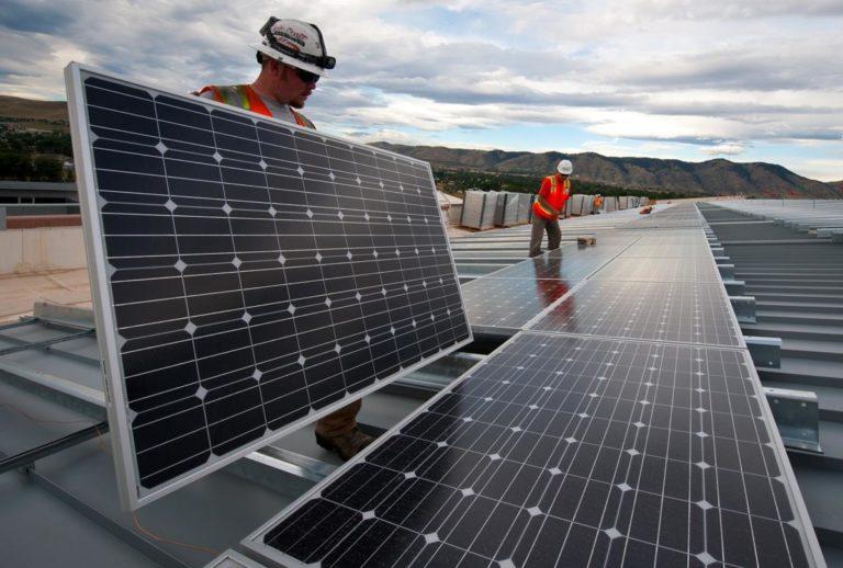 W jaki sposób panele fotowoltaiczne generują oszczędności na energii