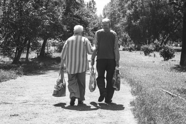 Czy w starszym wieku człowiek zawsze zostaje sam?